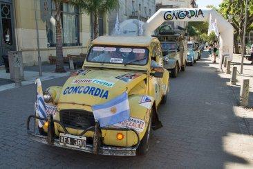 """La partida de los """"citrobalas"""" de Concordia hacia la ciudad uruguaya de Colonia"""