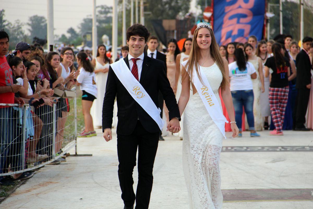 Los Reyes de los estudiantes 2016 abrieron el desfile