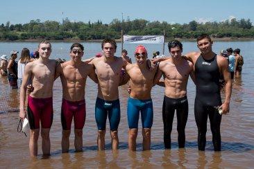 300 nadadores unieron Salto y Concordia a través del río