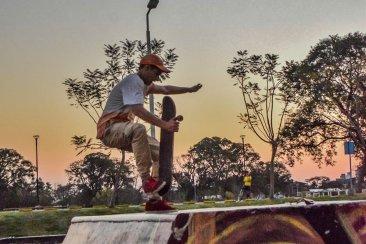 El ocaso del sol en el skatepark