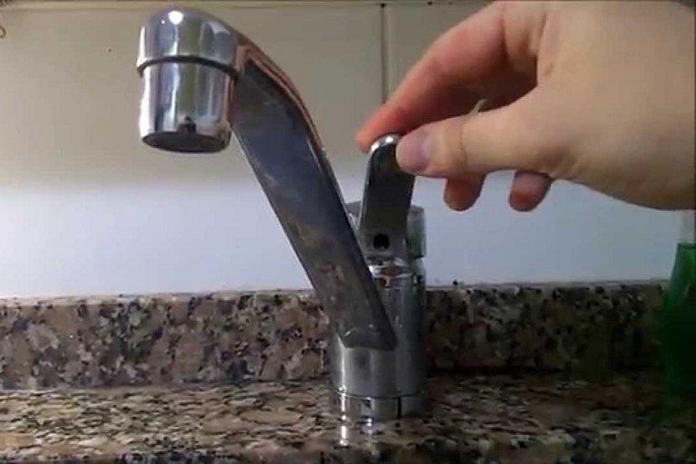 El suministro de agua potable es uno de los servicios afectado por el corte eléctrico