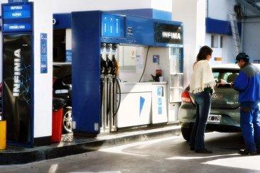 El diputado radical Jorge Lacoste reprochó a Nación por los aumentos del combustible