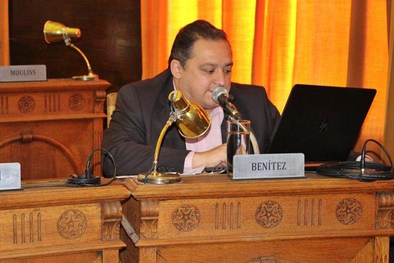 El edil ya no ejerce funciones en el Ente de la radio pública municipal.