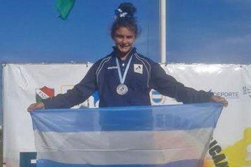Medallista sudamericana vende una rifa para poder competir