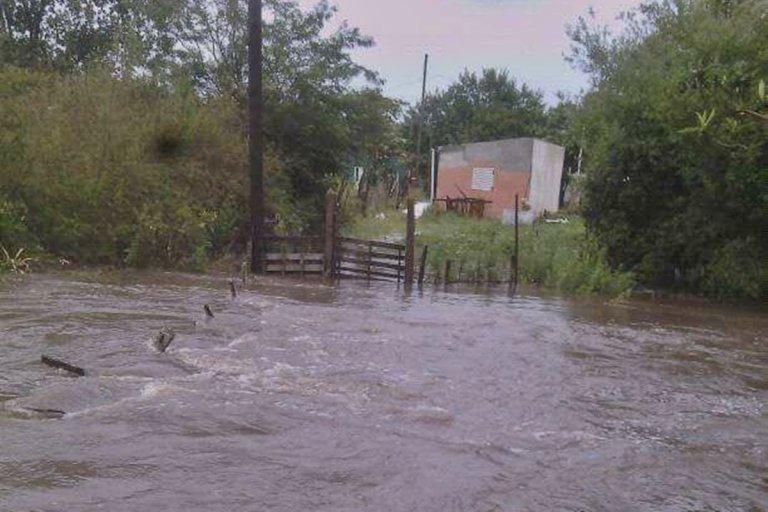 El desborde de arroyos, producto del temporal.
