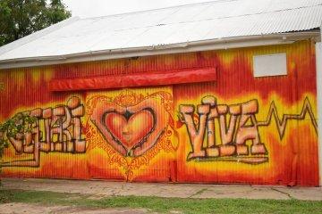 Realizan grafitis para jerarquizar la zona de la Ex Estación de Ferrocarril de Chajarí