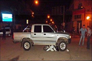 Una camioneta arrolló a una moto frente a la plaza principal de Federal