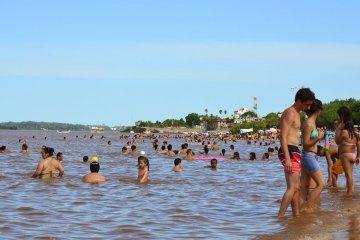 """La CARU advierte que las playas de Colón y San José """"no deberían estar habilitadas"""""""