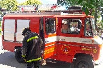 Los Bomberos Voluntarios de San Salvador debieron sofocar un incendio rural de gran magnitud