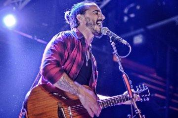 El cantante de Salta la Banca recorre la provincia con un show acústico