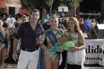 Feliciano coronó a la nueva soberana del Carnaval 2017