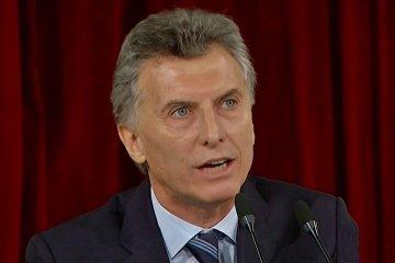 Macri pidió a los gobernadores ajuste salarial en el Estado