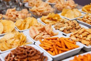 Precaución con alimentos que estén en bolsas plásticas y sin rótulo