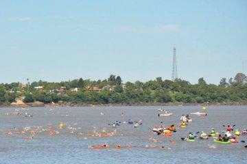 Más de 200 nadadores compitieron en el Aguas Abiertas