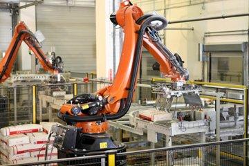 La Facultad de Alimentos adquirió un brazo robótico para su carrera de Ingeniería en Mecatrónica