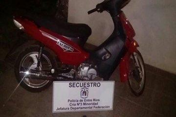 Un menor con antecedentes sustrajo una motocicleta pero fue capturado por la policía