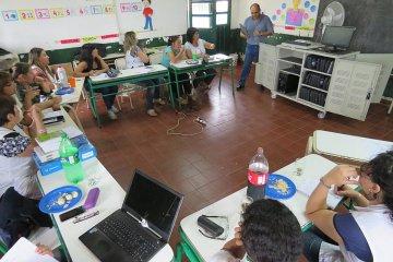 Capacitaron a docentes del Concordia en el armado de aulas digitales móviles
