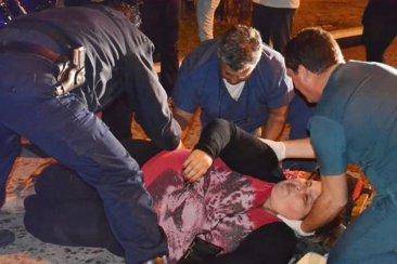 Una mujer terminó con graves lesiones al ser asaltada por motochorros en Avenida Perón