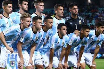 Con Senesi como titular Argentina volvió a ser derrotada