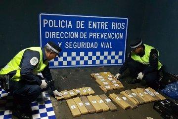 La policía detuvo a misioneros que intentaban ingresar marihuana a Entre Ríos