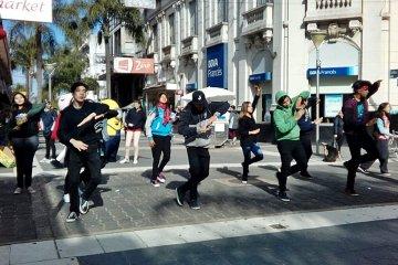 Jóvenes evangelistas bailaron y cantaron en la Peatonal de Concordia