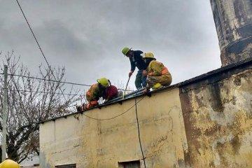 Un cuartel de Bomberos Voluntarios de Entre Ríos combate incendios con baldes y mangueras de jardín