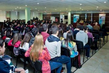 CAFESG capacitó a más de 170 estudiantes concordienses que construirán carrozas