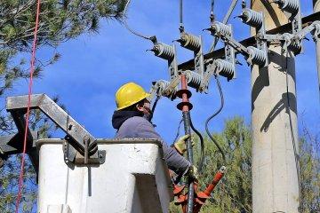 Un operario de la Cooperativa Eléctrica recibió una descarga mientras trabajaba y acabó internado