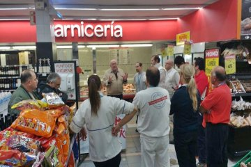Denuncian que Carrefour despidió a 50 trabajadores en la capital provincial