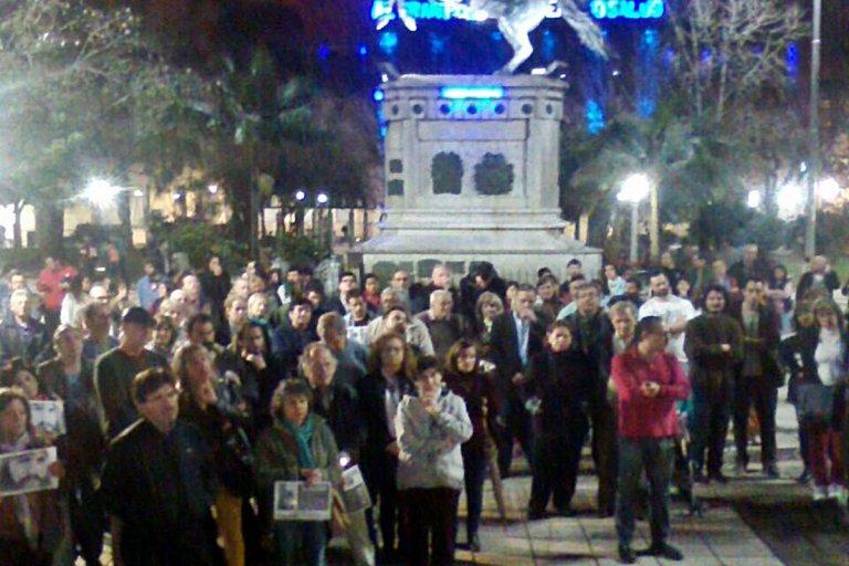 Los manifestantes se reunieron en la plaza 25 de mayo.