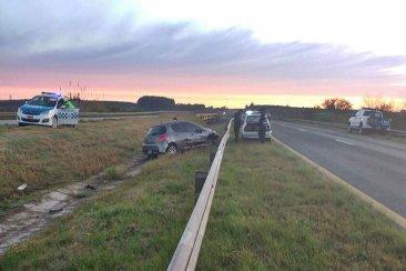La grúa debió intervenir para sacar un auto que despistó sobre la autovía 14