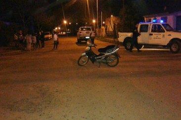 Una camioneta y una motocicleta protagonizaron un fuerte choque