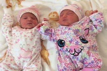 Dos hermosas gemelas nacieron en el hospital público