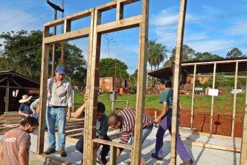 Construirán más de 60 viviendas de madera en Concordia