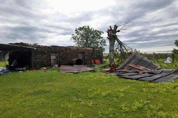 El temporal cobró forma de tornado cruzando el río Uruguay