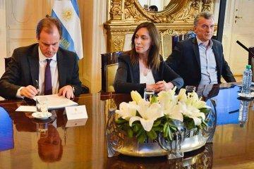 """Bordet firmó el pacto fiscal con Macri y afirmó que """"es un gran avance en el federalismo argentino"""""""