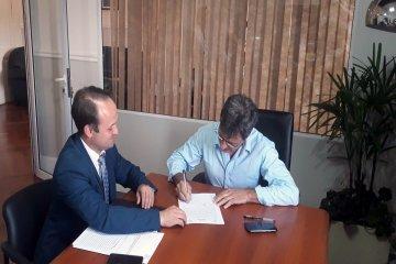 Se firmó el contrato para el nuevo edificio de la escuela Justa Gayoso