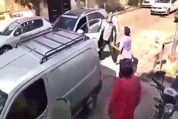 VIDEO: Se enojó porque le chocaron su auto y se descargó con un testigo del hecho