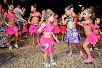 Con un gran acompañamiento del público comenzó el Carnaval de los Pequeños Duendes