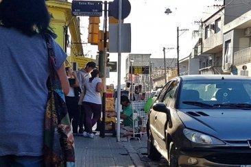 El Centro de Comercio alertó sobre la presencia de vendedores ilegales y tuvo rápida respuesta