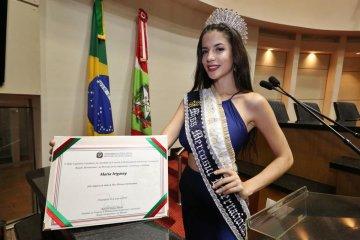Una joven concordiense fue elegida Mis Mercosur en Brasil