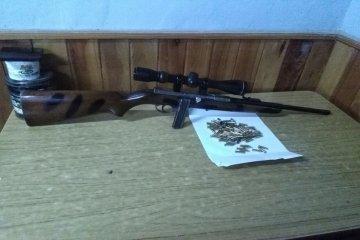 Cazadores fueron detenidos con arma y municiones sin documentar