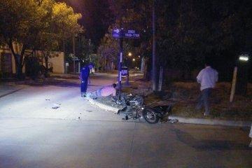 Dos personas resultaron gravemente heridas tras colisionar con sus motocicletas