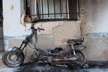 Una moto fue consumida por las llamas y nadie sabe qué pasó