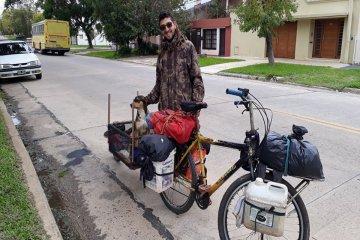 Viaja junto a su perro desde hace cuatro años por Latinoamérica y llegó a Concordia