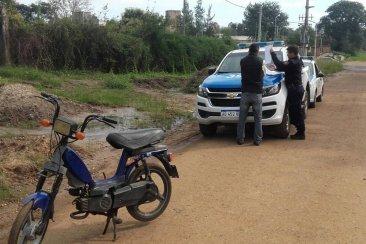 Menor de edad intentó fugarse luego de robar una moto