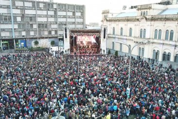 El show sinfónico y gratuito de Los Palmeras fue multitudinario