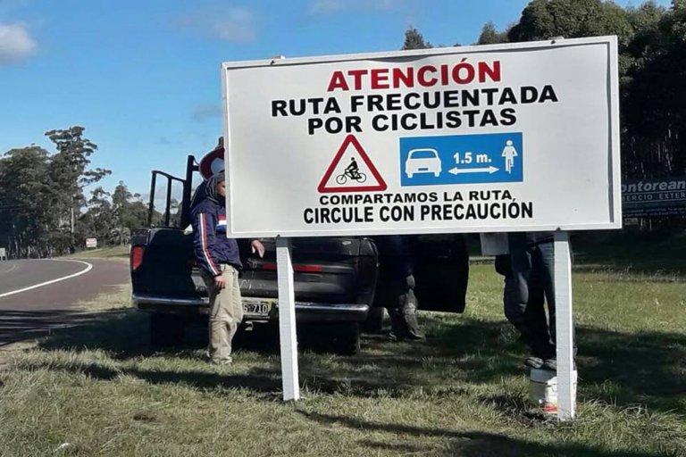 Los nuevos carteles llaman a respetar el paso de los ciclistas en la ruta.