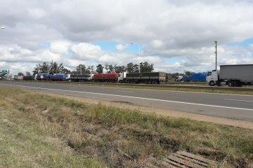 En Chajarí cerca de 250 camiones detuvieron su marcha por el paro
