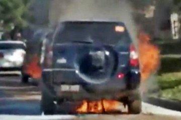 Un auto fue consumido por las llamas en calle Diamante